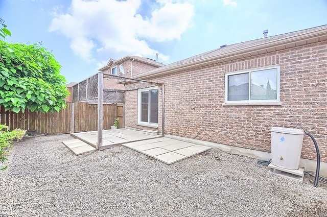Detached at 147 Raymond Cres, Barrie, Ontario. Image 11
