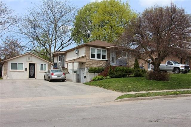 Triplex at 16 Queen St, Barrie, Ontario. Image 1