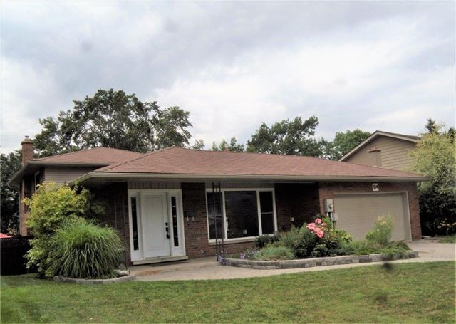 Detached at 54 Marshall St, Barrie, Ontario. Image 1