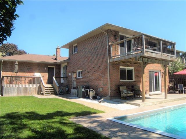 Detached at 54 Marshall St, Barrie, Ontario. Image 9
