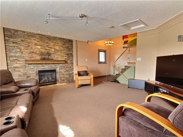 Detached at 69 Mcintyre Dr, Barrie, Ontario. Image 2