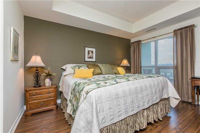 Condo Apartment at 37 Ellen St, Unit 401, Barrie, Ontario. Image 5