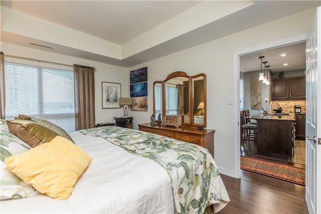 Condo Apartment at 37 Ellen St, Unit 401, Barrie, Ontario. Image 6