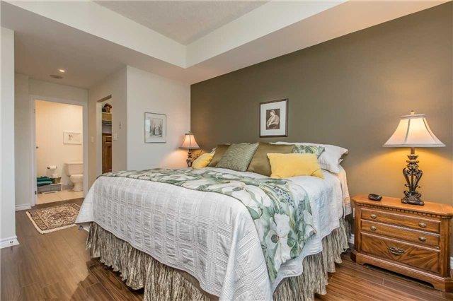 Condo Apartment at 37 Ellen St, Unit 401, Barrie, Ontario. Image 7