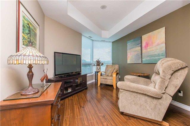 Condo Apartment at 37 Ellen St, Unit 401, Barrie, Ontario. Image 9