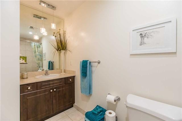 Condo Apartment at 37 Ellen St, Unit 401, Barrie, Ontario. Image 10