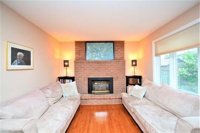 Detached at 59 Shakespeare Cres, Barrie, Ontario. Image 17