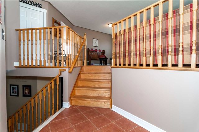 Detached at 287 Cox Mill Rd, Barrie, Ontario. Image 12