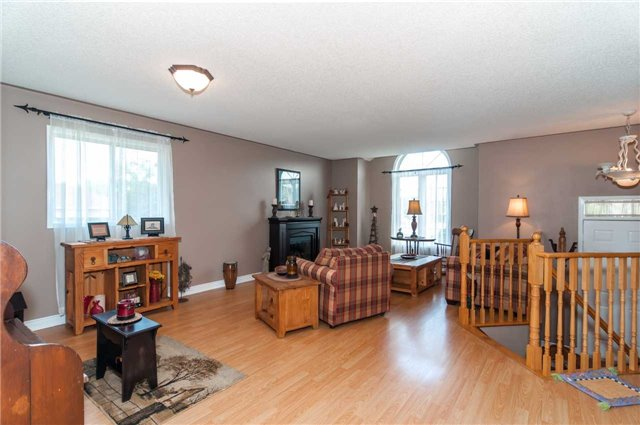 Detached at 287 Cox Mill Rd, Barrie, Ontario. Image 14