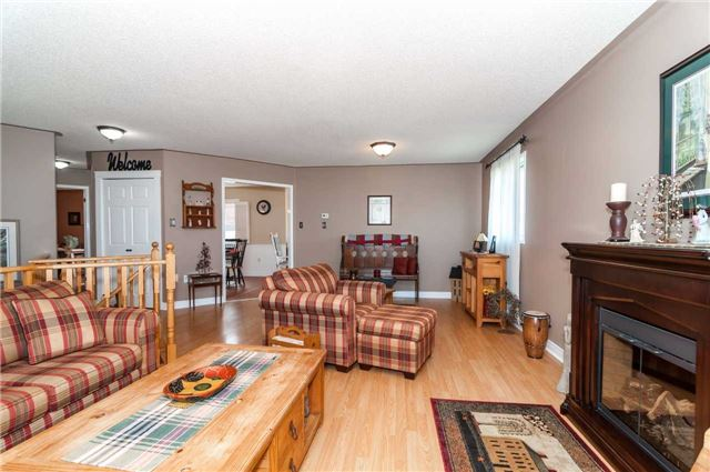 Detached at 287 Cox Mill Rd, Barrie, Ontario. Image 15