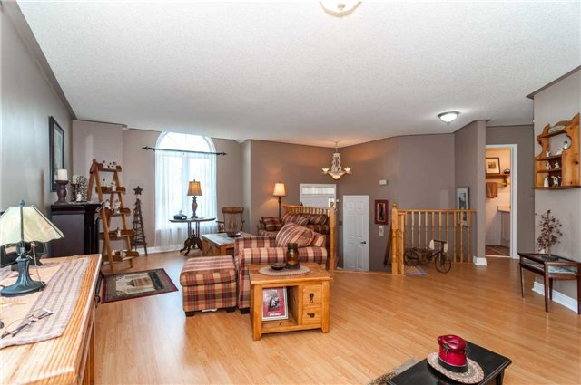 Detached at 287 Cox Mill Rd, Barrie, Ontario. Image 16