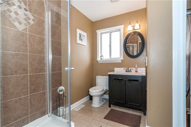 Detached at 287 Cox Mill Rd, Barrie, Ontario. Image 18