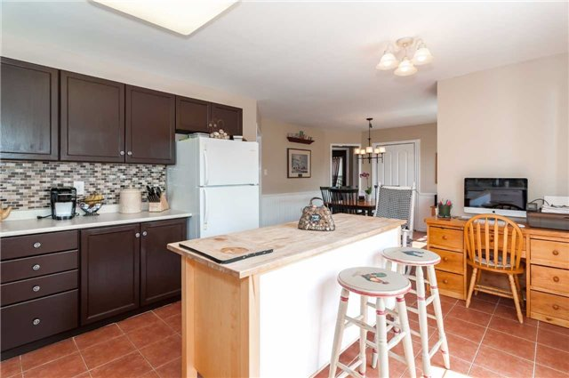 Detached at 287 Cox Mill Rd, Barrie, Ontario. Image 2