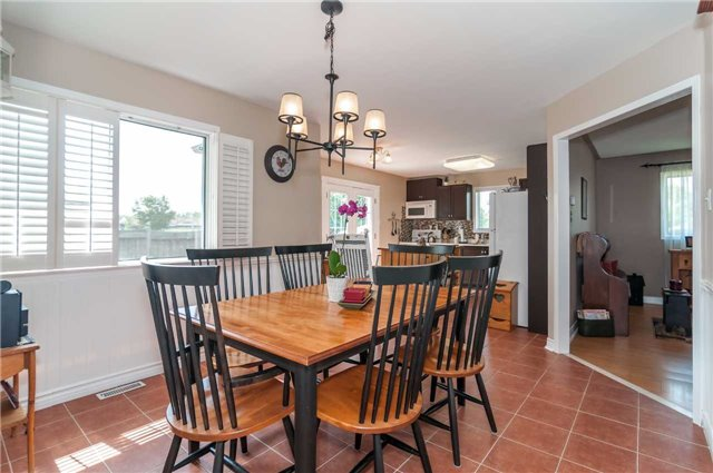 Detached at 287 Cox Mill Rd, Barrie, Ontario. Image 3