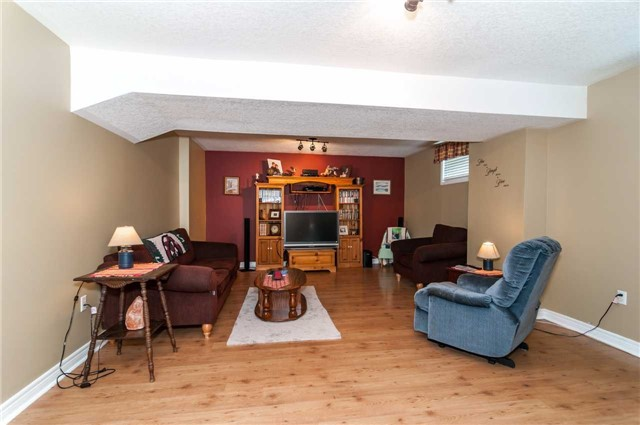 Detached at 287 Cox Mill Rd, Barrie, Ontario. Image 5