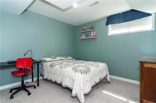 Detached at 287 Cox Mill Rd, Barrie, Ontario. Image 7