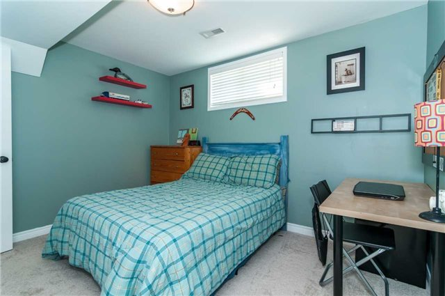 Detached at 287 Cox Mill Rd, Barrie, Ontario. Image 8