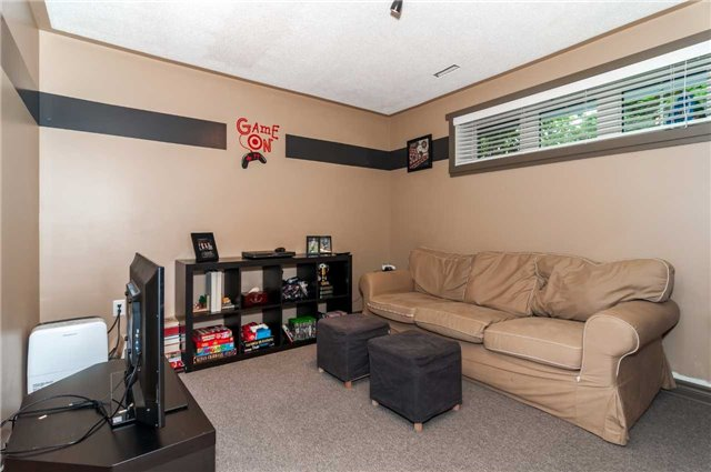 Detached at 287 Cox Mill Rd, Barrie, Ontario. Image 9