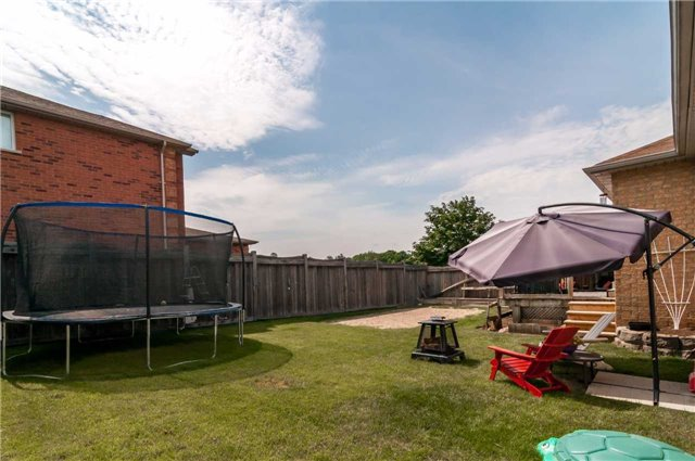 Detached at 287 Cox Mill Rd, Barrie, Ontario. Image 10
