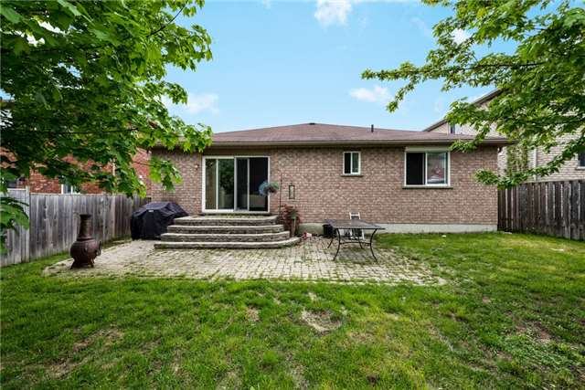 Detached at 16 Ruffet Dr, Barrie, Ontario. Image 7