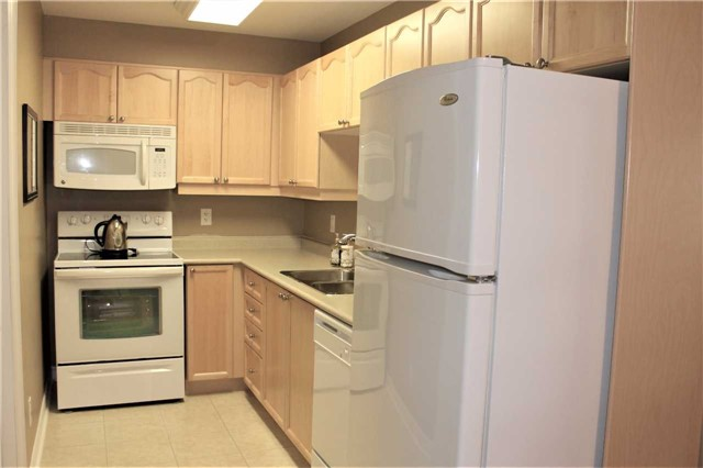 Condo Apartment at 500 Mapleview Dr W, Unit 305, Barrie, Ontario. Image 17