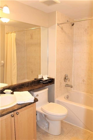 Condo Apartment at 500 Mapleview Dr W, Unit 305, Barrie, Ontario. Image 5
