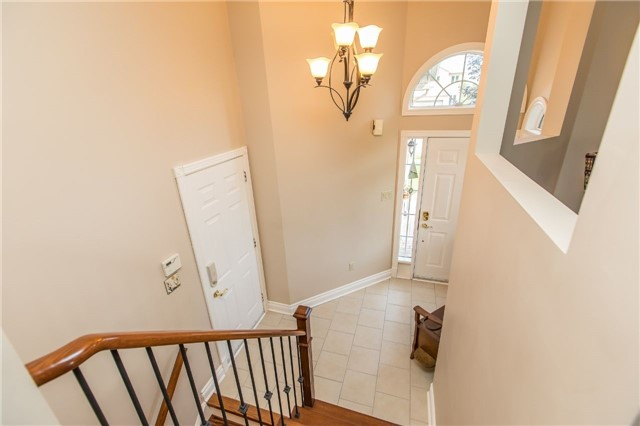 Detached at 21 Gore Dr, Barrie, Ontario. Image 6