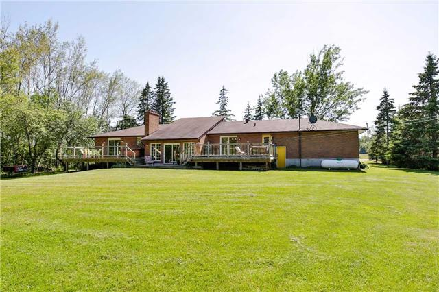Detached at 745 5 Line S, Oro-Medonte, Ontario. Image 10