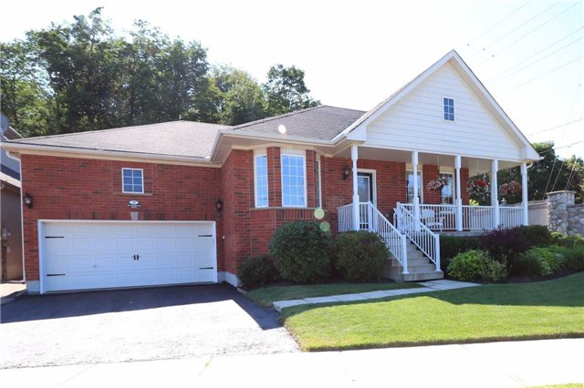 Detached at 2 Thrushwood Dr, Barrie, Ontario. Image 1