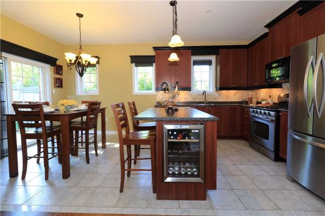 Detached at 2 Thrushwood Dr, Barrie, Ontario. Image 14