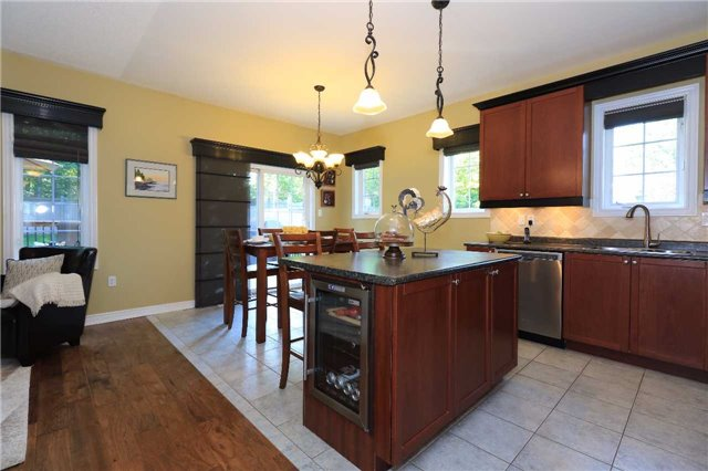 Detached at 2 Thrushwood Dr, Barrie, Ontario. Image 15