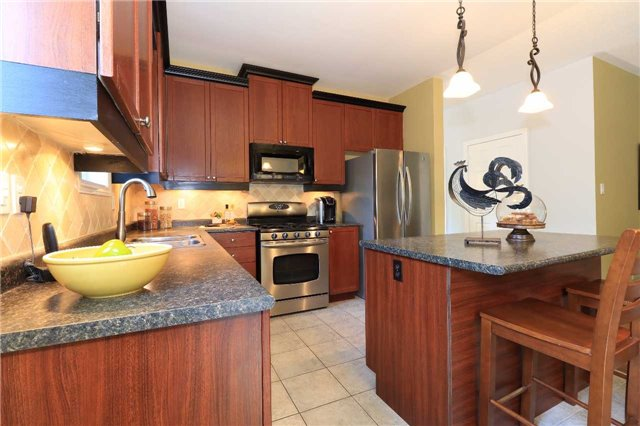 Detached at 2 Thrushwood Dr, Barrie, Ontario. Image 16