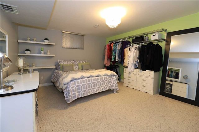 Detached at 2 Thrushwood Dr, Barrie, Ontario. Image 4