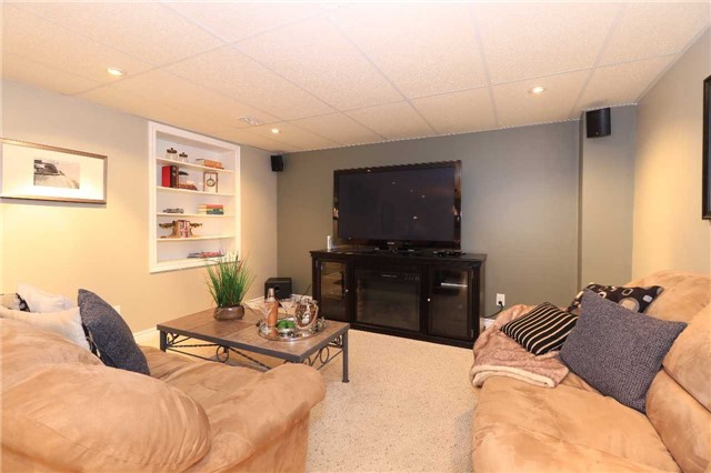 Detached at 2 Thrushwood Dr, Barrie, Ontario. Image 7