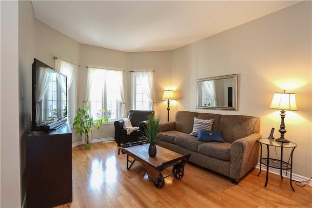 Detached at 10 Mcintyre Dr, Barrie, Ontario. Image 12