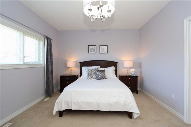 Detached at 10 Mcintyre Dr, Barrie, Ontario. Image 18