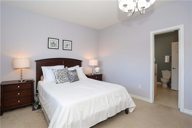 Detached at 10 Mcintyre Dr, Barrie, Ontario. Image 19