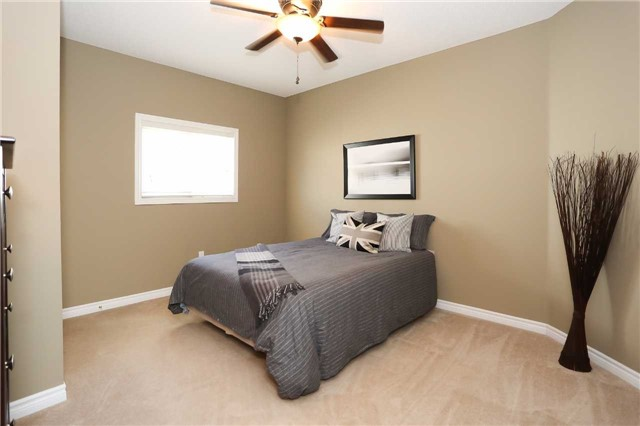 Detached at 10 Mcintyre Dr, Barrie, Ontario. Image 20