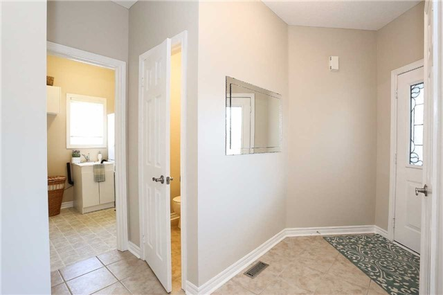 Detached at 10 Mcintyre Dr, Barrie, Ontario. Image 3
