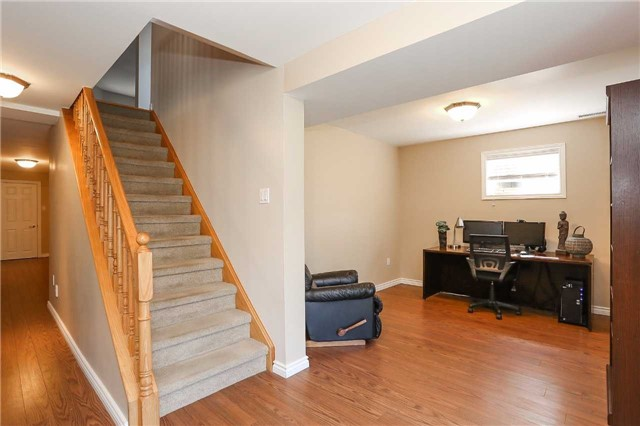 Detached at 10 Mcintyre Dr, Barrie, Ontario. Image 5