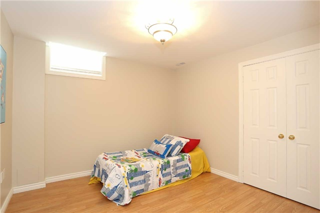 Detached at 10 Mcintyre Dr, Barrie, Ontario. Image 8