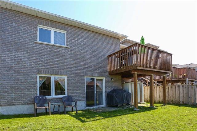 Detached at 10 Mcintyre Dr, Barrie, Ontario. Image 10