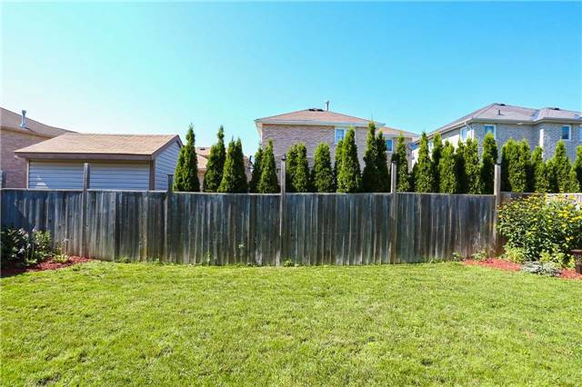Detached at 10 Mcintyre Dr, Barrie, Ontario. Image 13