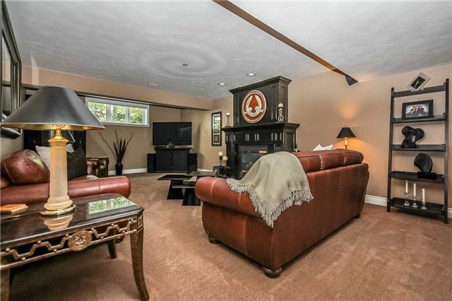 Detached at 3 Capps Dr, Barrie, Ontario. Image 5