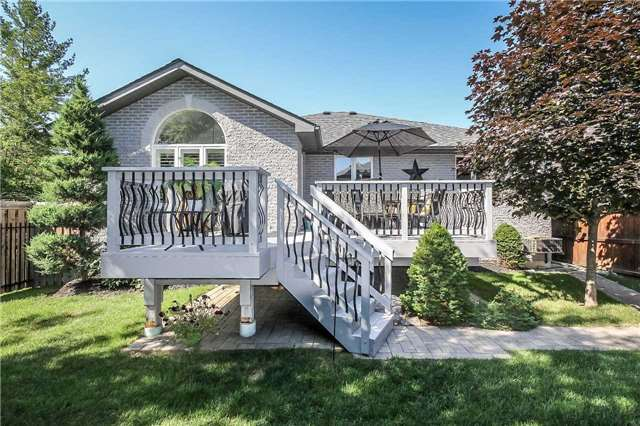 Detached at 3 Capps Dr, Barrie, Ontario. Image 9