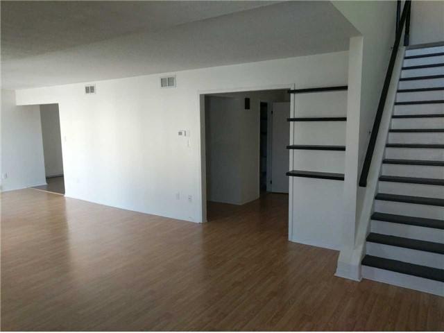 Condo Apartment at 500 Essa Rd, Unit 4, Barrie, Ontario. Image 2