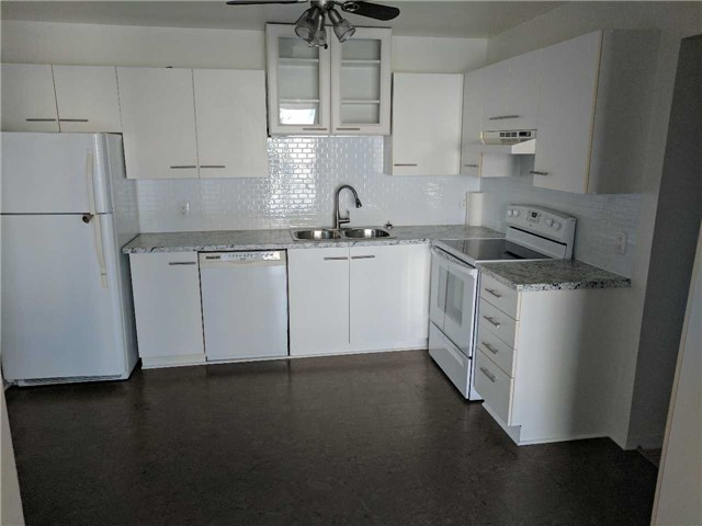 Condo Apartment at 500 Essa Rd, Unit 4, Barrie, Ontario. Image 6