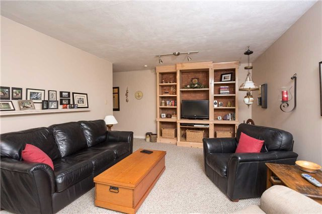 Detached at 8351 County Road 169 Rd, Severn, Ontario. Image 3