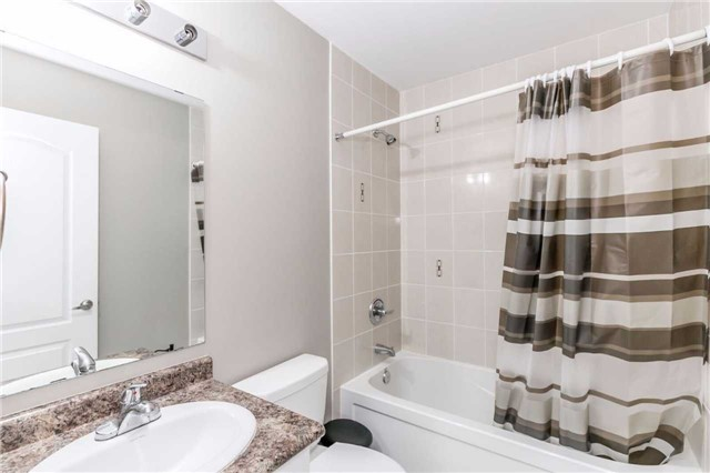 Condo Townhouse at 49 Ferndale Dr S, Unit 9, Barrie, Ontario. Image 11