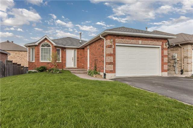 Detached at 3 Sheila Way, Barrie, Ontario. Image 1